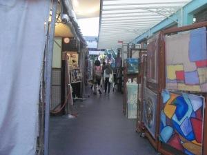 jajaran toko di Central Market
